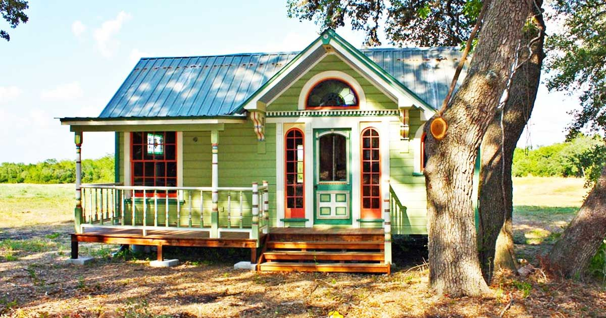 Welcome to the painted lady a beautiful antique in texas for Small home builders texas