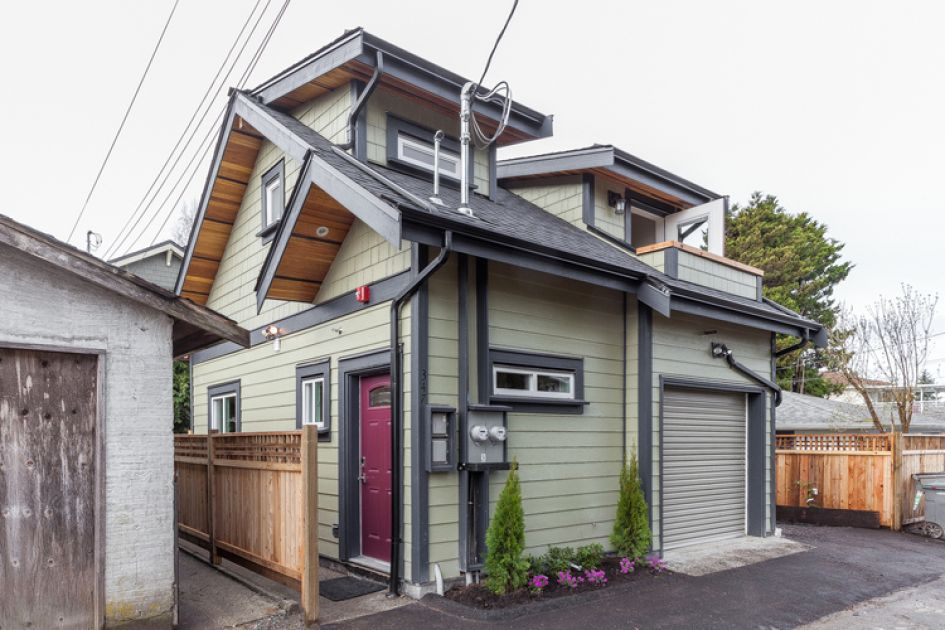 Peek Inside This Tiny Cottage It 39 S Only 700 Square Feet